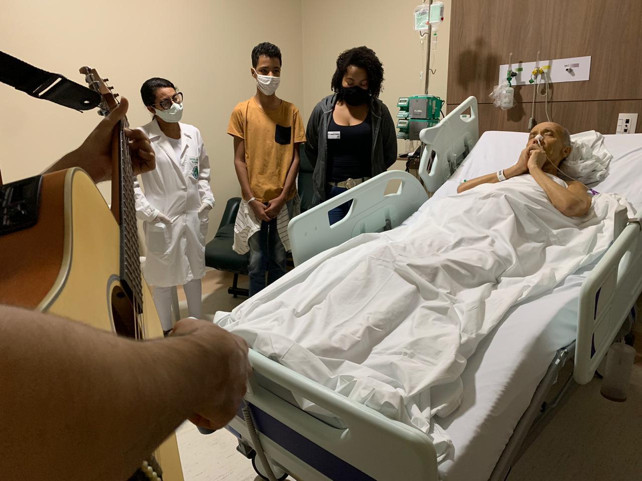 Paciente Culto - Unimed João Pessoa realiza desejos de clientes internados no Hospital Alberto Urquiza