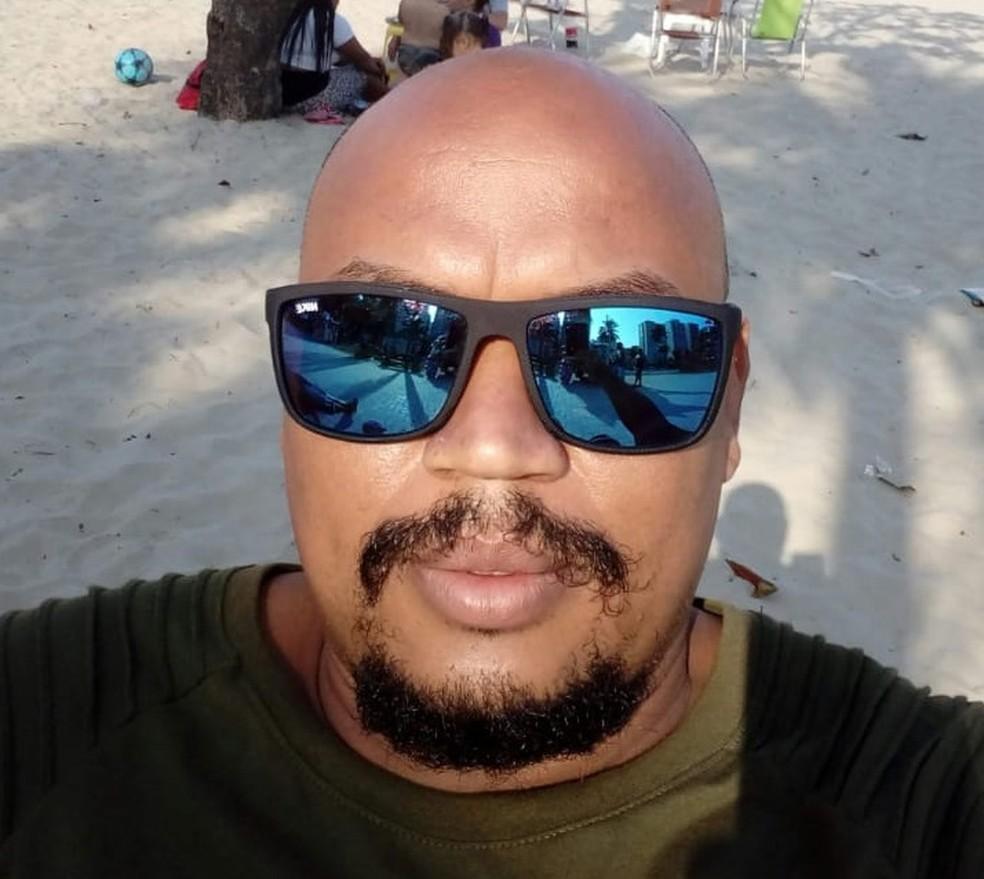 alex - Homem é solto dois meses após ser preso por engano no lugar do irmão