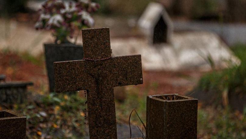 cru - Brasil tem 713 novas mortes por covid-19 em 24 h; total passa de 239 mil