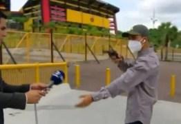 Repórter e cinegrafista sofrem assalto antes de entrada ao vivo em estádio – VEJA VÍDEO