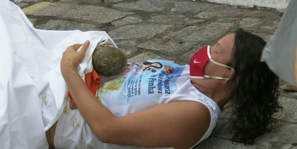 parto na calçada - Mulher dá à luz em calçada no Centro de João Pessoa, quando estava a caminho do hospital