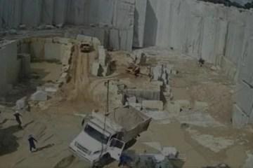 Capturar.JPGppppp - Motorista pula de caminhão segundos antes dele despencar em vala em mineradora