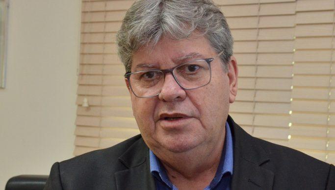 """João Azevêdo 14 683x388 1 - GERAÇÃO DE EMPREGO E RENDA: João Azevêdo anunciará instalação de """"três grandes empresas"""" na Paraíba"""