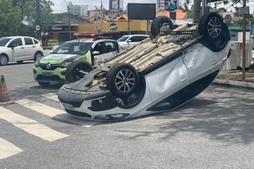 ammy nascimento - Padre perde controle de carro após colisão e veículo capota em Campina Grande