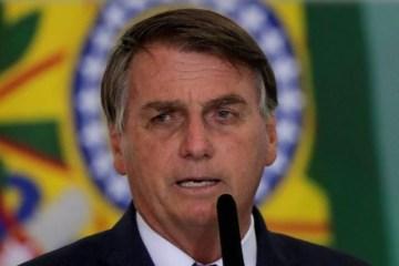 bol - Com spray, Bolsonaro insiste em medicamento sem eficácia contra covid-19