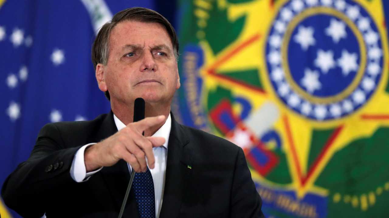 bolsonaro reuters - 'Como é fácil impor uma ditadura no Brasil', diz Bolsonaro durante live