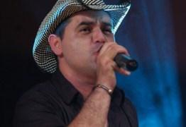 Morre em Natal cantor paraibano Léo Sttar após complicações da Covid-19