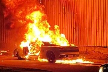 carro pega fogo com casal dentro no es 1615059625935 v2 615x300 - Lamborghini pega fogo com casal dentro no Espirito Santo