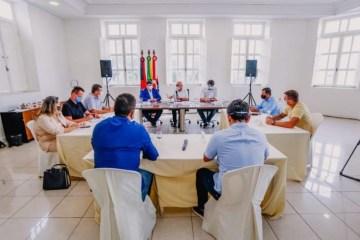 ciço - Mesa diretora da CMJP se reúne com Cícero Lucena para debater ações contra a Covid-19