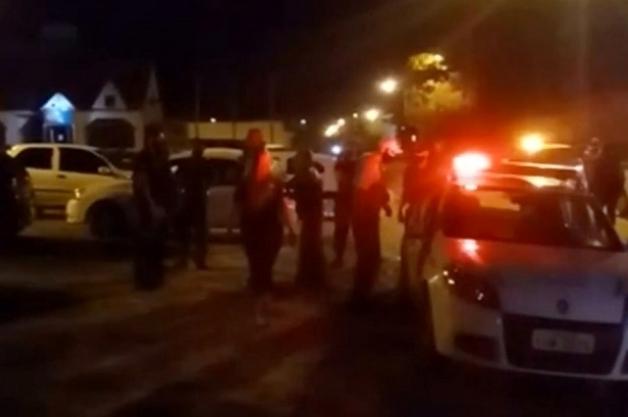 croppedImg 696177285 - SEM NOÇÃO? Mulher com Covid-19 é presa após cuspir em policial durante fiscalização para conter aglomerações