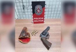 Polícia Militar prende idoso de 70 anos que estava com arma e cocaína no brejo