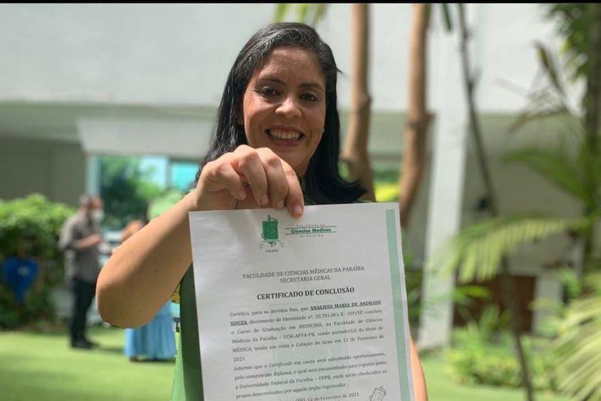 medica - Médica paraibana que estava atuando na linha de frente sofre AVC e família pede doações para ajudar no tratamento