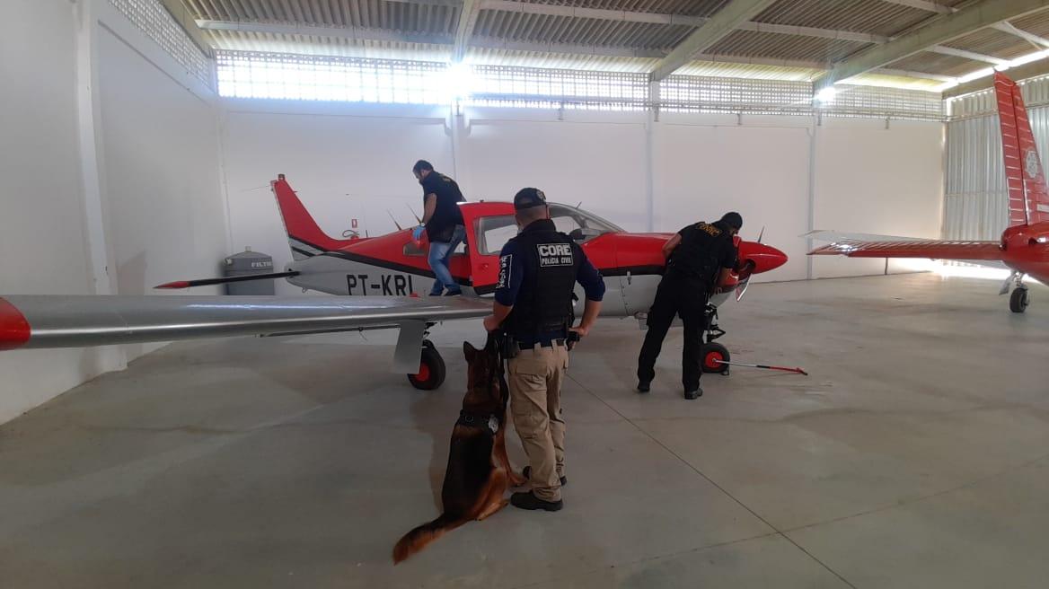 operacao traslado aviao 3 - Aeronave é apreendida em Santa Rita durante operação da polícia de PE no combate ao tráfico de drogas e lavagem de dinheiro