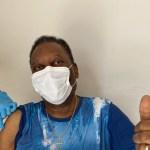 pele - Pelé recebe primeira dose de vacina contra a Covid-19