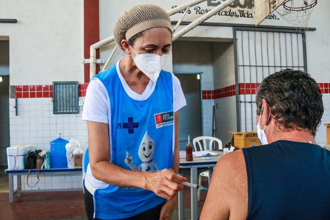 vacinacao covid19 finaldesemana foto dayseeuzebio 2 scaled 1 - João Pessoa inicia vacinação de idosos com 60 anos ou mais neste final de semana