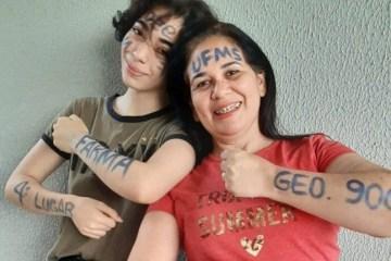 whatsapp image 2021 03 07 at 16.52.59 e1615229623824 - Após 20 anos longe da escola, mãe passa 1 ano estudando com filha autista, e conseguem passar no vestibular juntas