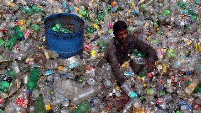 xblog bottles.jpg.pagespeed.ic .ZXbyhPyfkj - Especialista diz que poluição está fazendo pênis diminuir de tamanho