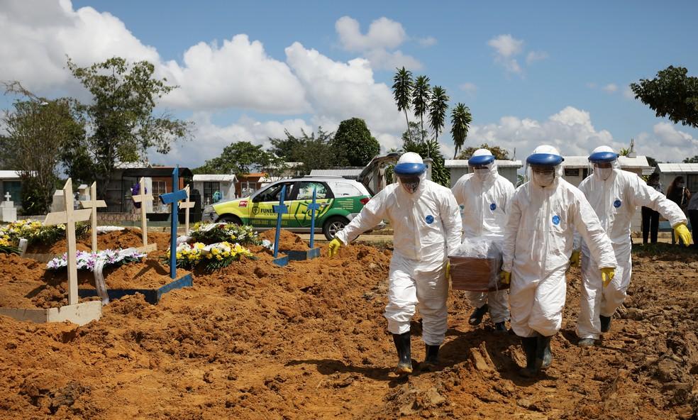 2021 01 17t192404z 1532442078 rc2v9l9v26nk rtrmadp 3 health coronavirus brazil - Brasil registra 2.986 mortes em 24 horas; total de vítimas chega a 389 mil