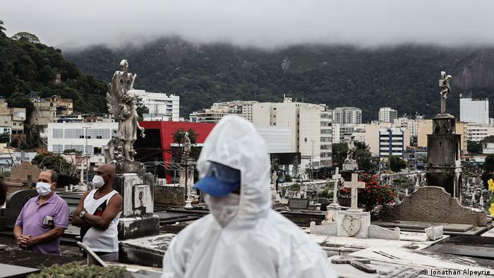 56984825 303 - Antes do fim, abril de 2021 torna-se o mês mais letal da pandemia no Brasil