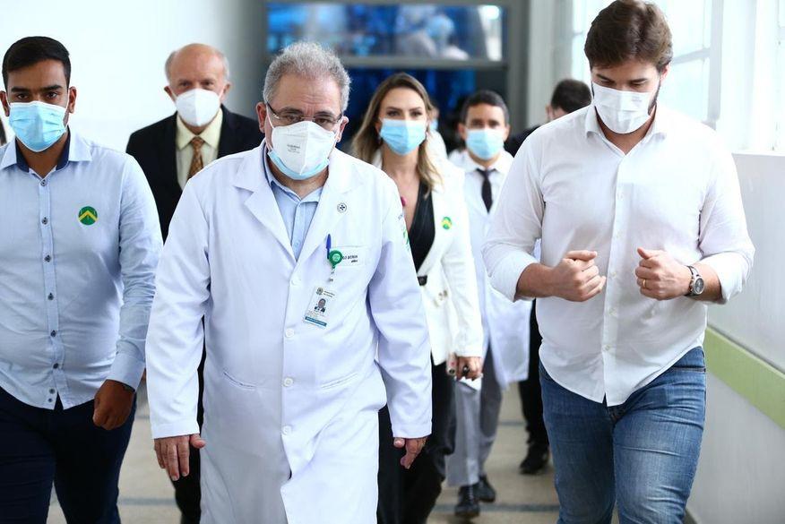 755cbaa006d4055cf9d44b5208c18a1c - Marcelo Queiroga visita hospitais em CG e diz que mais de 15 milhões de vacinas da Pfizer devem chegar ao Brasil nos próximos meses