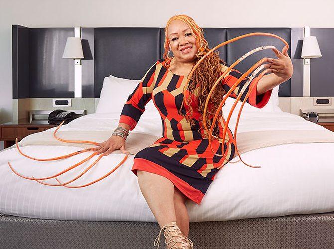 Ayanna Williams e1617902661232 - Após 30 anos, mulher com as unhas mais longas do mundo resolve cortá-las -VEJA VÍDEO