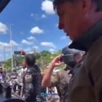 """BOLSONARO 1 - Bolsonaro é impedido por vendedora de entrar em barraca de frango por não usar máscara: """"Pode não"""" - VEJA VÍDEO"""