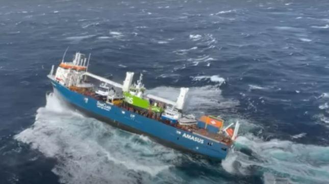 Capturar 8 - Tripulantes pulam de navio em risco de naufrágio na Noruega - VEJA VÍDEO