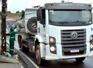 Coleta Domiciliar Carlos Nunes 300x218 1 - Decisão da justiça valida rescisão contratual da Emlur com empresa de limpeza urbana de JP - VEJA O DOCUMENTO