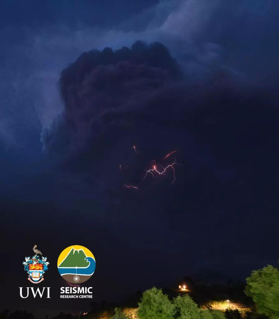 DA1ACC7A D5D5 40C1 B311 F52E11685250 - Principal vulcão da ilha San Vicente, no Caribe, entre em erupção e provoca evacuação em massa - VEJA IMAGENS