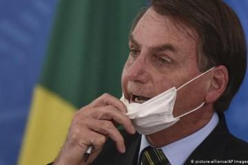 Bolsonaro defende integrantes do 'gabinete do ódio' e afirma que eles são 'perseguidos'