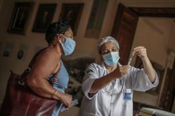 OUOHBYVUHMZGLOGEEQAYL4HGTY - De 'fake news' à desigualdade, o que leva brasileiros a não voltarem para tomar a segunda dose da vacina - Por Beatriz Jucá