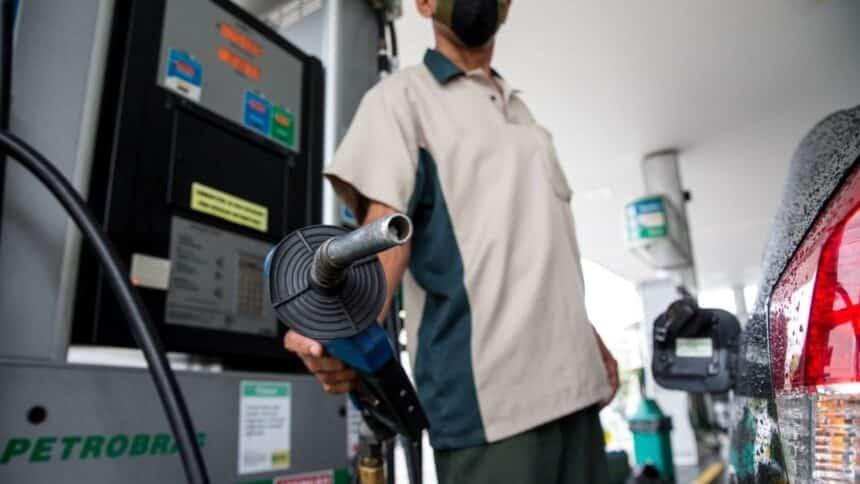 Preco do etanol e da gasolina disparam Petrobras aumenta GNV em 39 e reajuste pode impactar ainda mais o bolso dos brasileiros nas proximas semanas 860x484 1 - Menor valor do litro da gasolina comum em João Pessoa custa R$ 5,18; confira a pesquisa