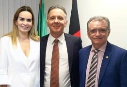 Aguinaldo e Daniella Ribeiro recebem pleito de Galego Souza para intercederem em prol da aprovação do piso salarial para a Enfermagem