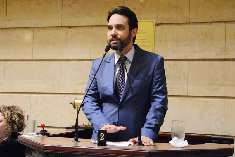 apos morte do enteado henry borel o vereador dr jairinho ligou para politicos - Menina revela à polícia que Jairinho a torturou em possível motel