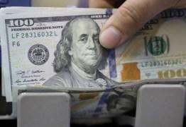 Dólar cai ante real na abertura monitorando exterior