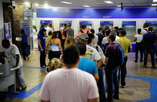 filas - PL do Deputado Caio Roberto prevê prioridade em filas de bancos e estabelecimentos comerciais para pessoas em tratamento oncológico