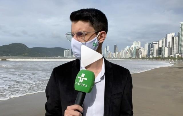 imagem 2021 04 28 201254 - Repórter é surpreendido por onda durante gravação na praia - VEJA VÍDEO