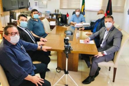 marcilio e tarcisio - Vereadores Marcílio do HBE e Tarcísio Jardim se reúnem com o governador para tratar assuntos de saúde e educação e pedem a vacinação dos professores