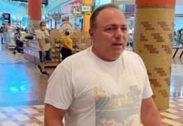 Ex-ministro da Saúde Eduardo Pazuello é flagrado sem máscara em shopping de Manaus