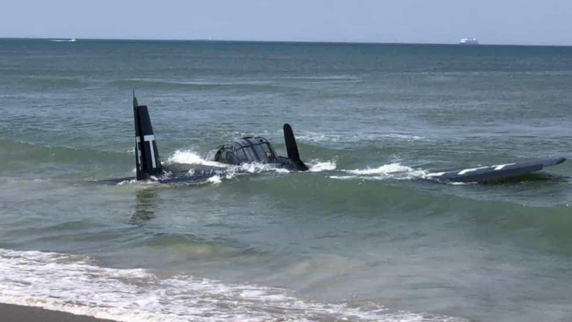 naom 607c3128be750 - SUSTO: piloto faz pouso de emergência no mar durante apresentação - VEJA VÍDEO