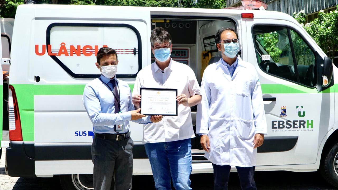 unnamed 3 - Ruy entrega ambulância e equipamentos ao Hospital Universitário para fortalecer o atendimento de saúde