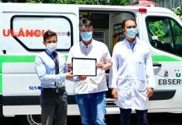 Ruy entrega ambulância e equipamentos ao Hospital Universitário para fortalecer o atendimento de saúde