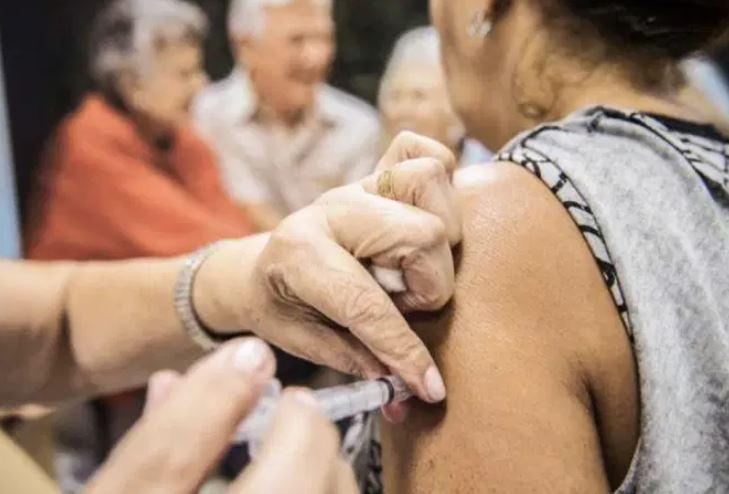 vacina 2 - Estudo mostra que vacina contra gripe reduz chances de infecção por covid-19