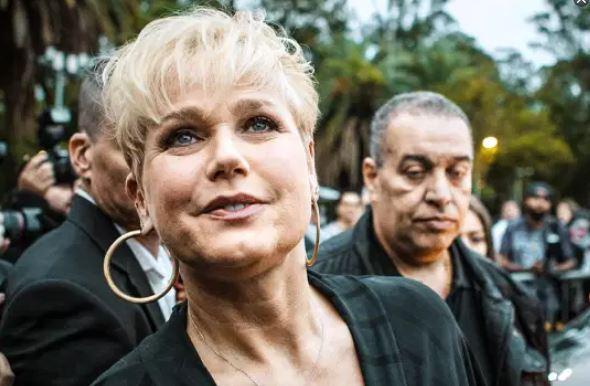 "xuxa - Xuxa é criticada ao dizer ""queria ser negra na próxima vida"" a Taís Araújo"