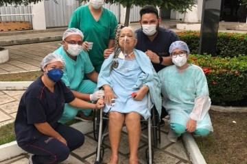 Idosa que passou mais de dois meses internada no setor Covid do Hospital de Patos recebe alta
