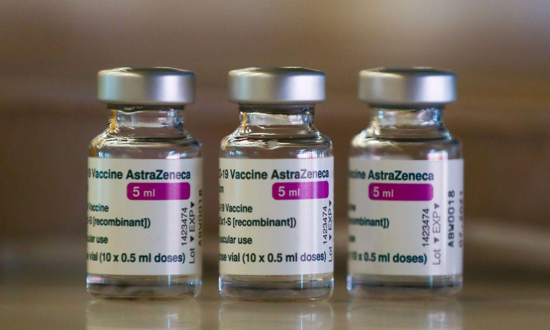 2021 03 24t094656z 1318001781 rc2lhm95e000 rtrmadp 3 health coronavirus spain astrazeneca - Por que pessoas que tomaram duas doses da vacina pegam covid e até morrem? - Imunologista Gustavo Cabral explica