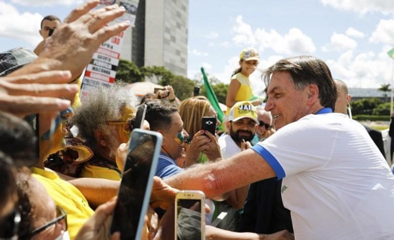 Bolsonaro 1 1 - Bolsonaro perde o monopólio das ruas e amplia desgaste do governo - Por Nonato Guedes