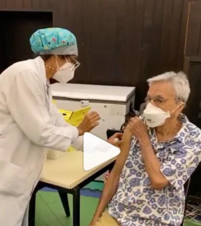 Capturar 129 - Caetano Veloso recebe a segunda dose da vacina contra a Covid-19 - VEJA VÍDEO