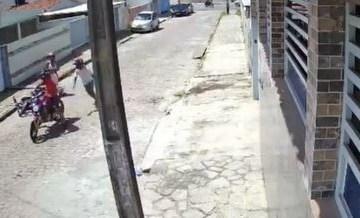 Mulher reage a tentativa de assalto em João Pessoa e bandidos fogem sem levar nada – VEJA VÍDEO
