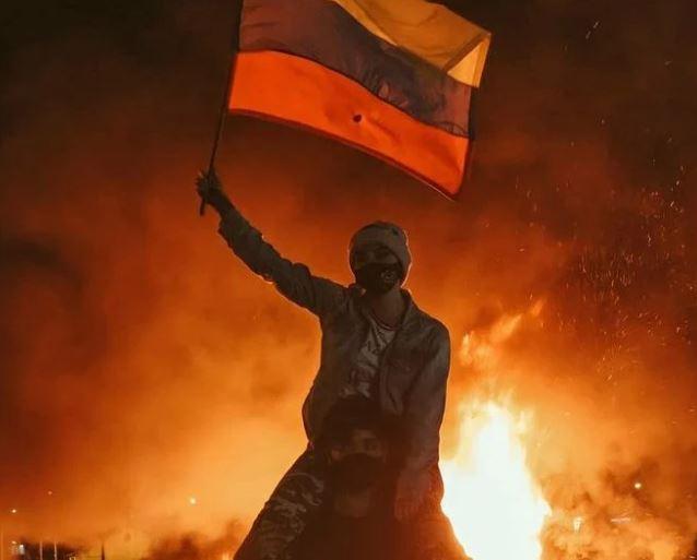 """Capturar 5 - """"GOVERNO MATANDO O POVO"""": Colômbia tem madrugada marcada por protestos; em pânico manifestantes falam em """"massacre"""" - VEJA VÍDEO"""